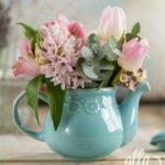 regina-parfumata-aranjament-floral-pe-suport-de-ceainic