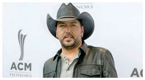 Jason Aldean Isn't Wearing His Wedding Ring, and His Wife