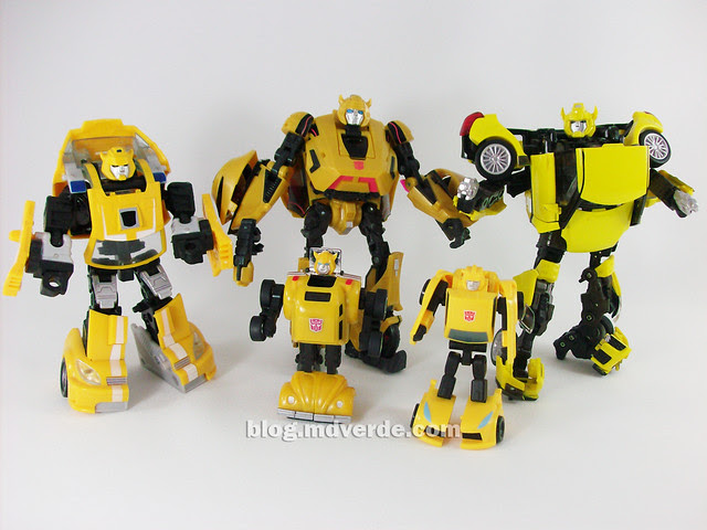 Transformers Cybertronian Bumblebee Generations Deluxe vs Classic vs Alternity vs G1- modo robot