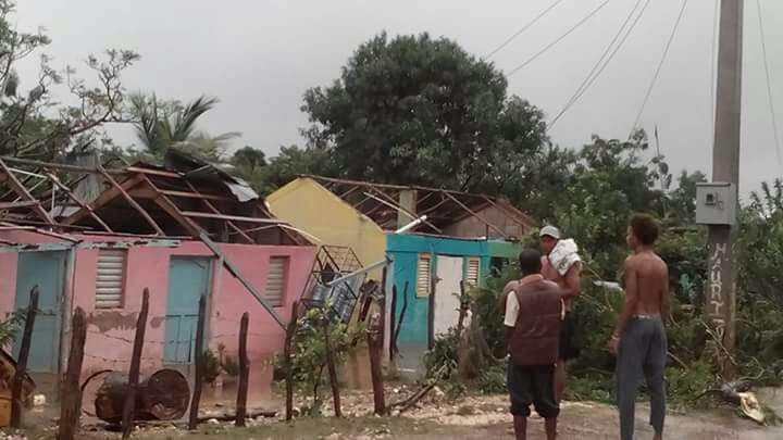 Tornado destruye 12 casas en Oviedo; sube a 13 mil desplazados por Matthew