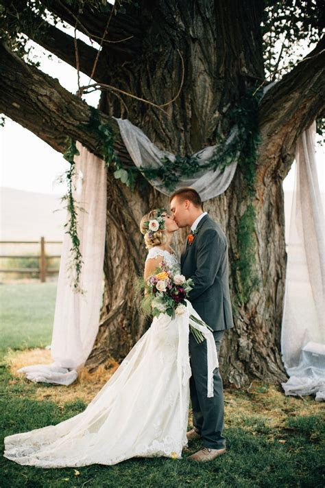 """12 Ways To Decorate """"Trees"""" At Your Spring Wedding!"""
