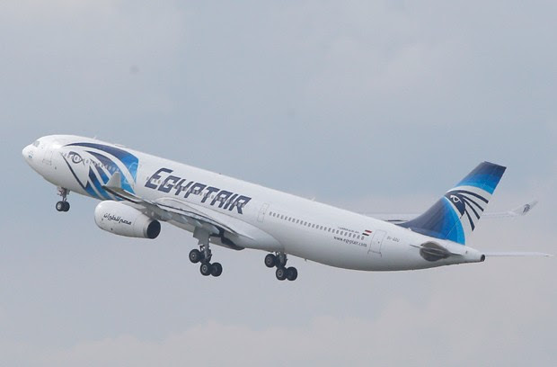 Imagem mostra aeronave Airbus A-330 da EgyptAir (Foto: Christophe Ena/AP)
