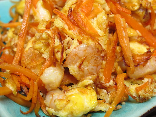 Scrambled eggs with carrot and shrimps