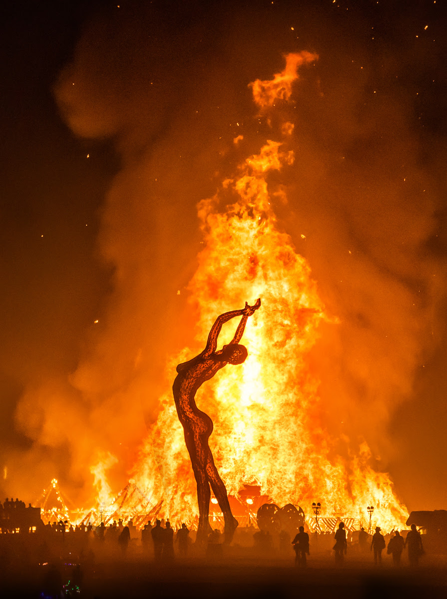 [Imagem: Burning-Man-Last-Day-Night%20(1003%20of%...)-2-X3.jpg]