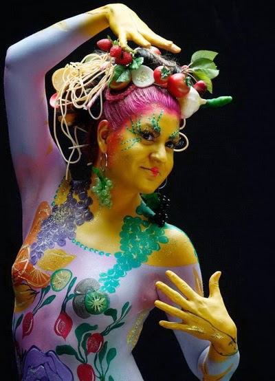 Festival yang diselenggarakan di Lake Worthersee di provinsi Carinthia  selatan Austria in Tubuh-Tubuh Terselubung Warna-Warni dalam Festival Lukis Tubuh Austria