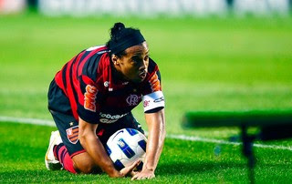 Ronaldinho Flamengo (Foto: Marcos Ribolli / Globoesporte.com)