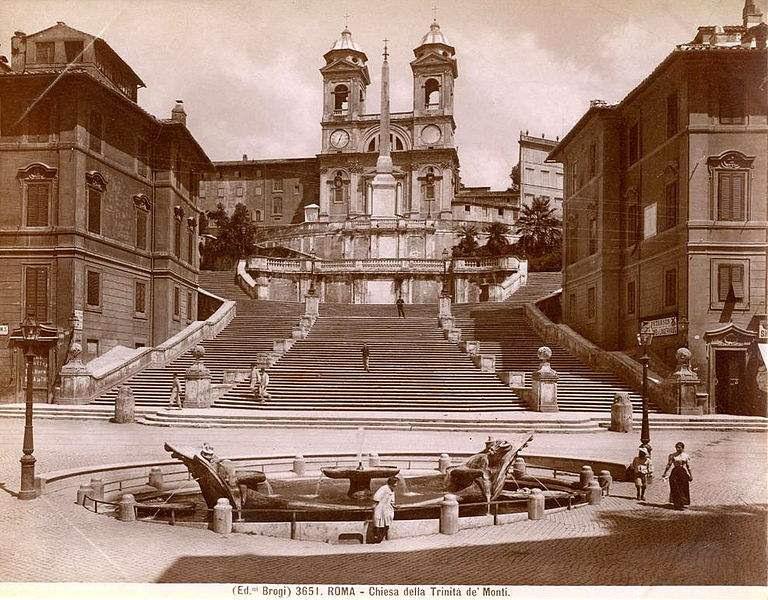 Chiesa della Trinità de' Monti at the top of the Spanish Steps.