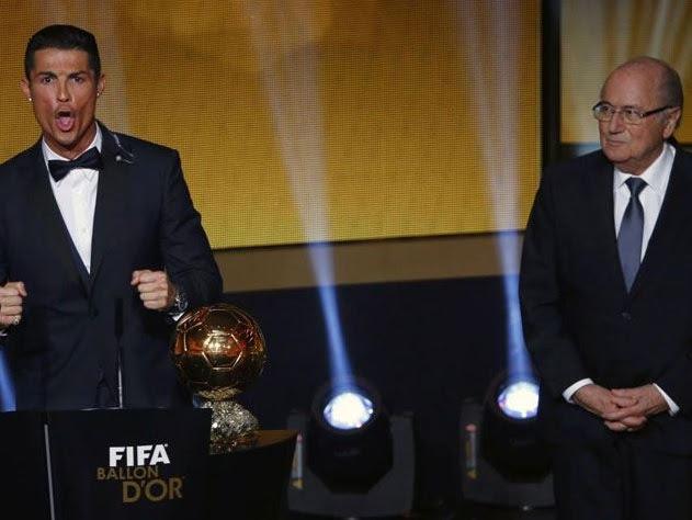 Cristiano Ronaldo comemora mais uma Bola de Ouro da Fifa