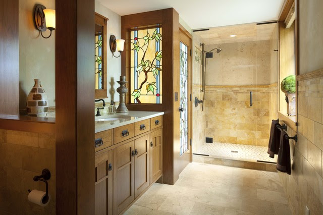 Bungalow Guest Bath with Stained Glass details - traditional