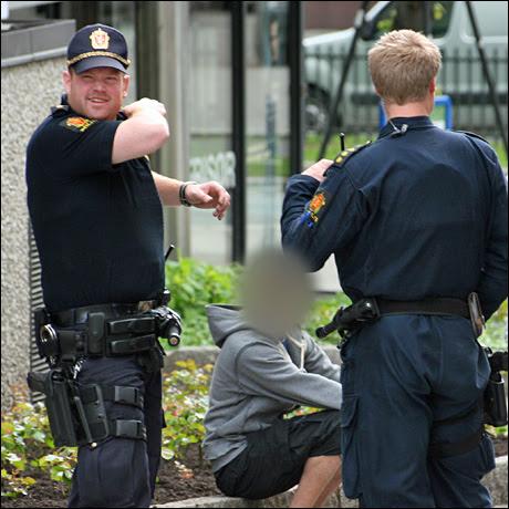 BANKET OPP: Her er B-gjengmedlemmet som ble banket opp forrige helg avbildet i forbindelse med bråk utenfor Borgarting lagmannsrett i 2009. Foto: JARLE BRENNA
