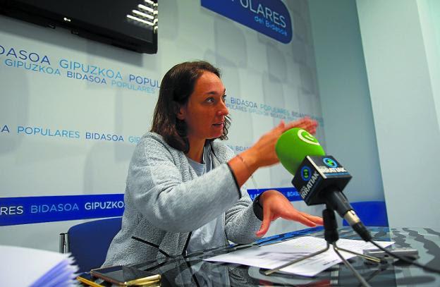 Veinte enmiendas. Muriel Larrea presentó las aportaciones del PP al borrador del presupuesto./F. DE LA HERA