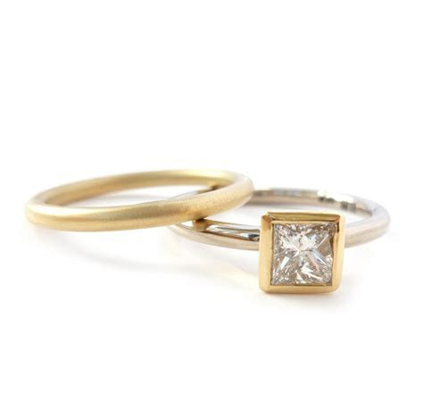 18k gold and diamond ring (gr2s)