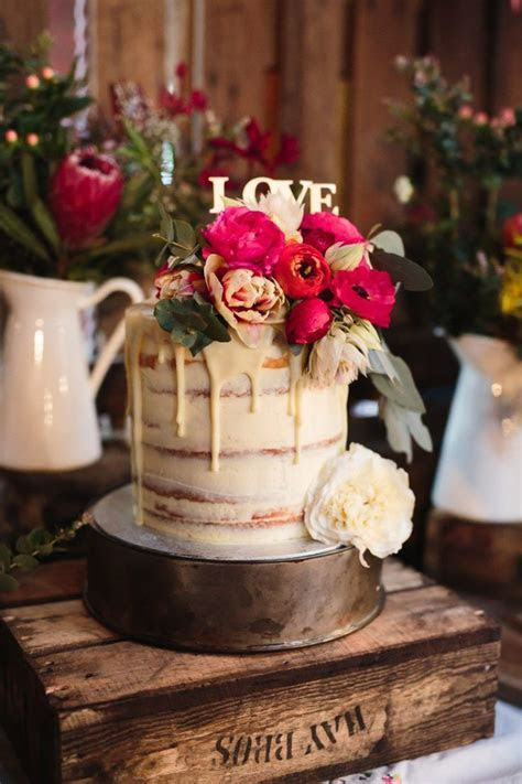 20 Single Tier Wedding Cakes with Wow   On the side
