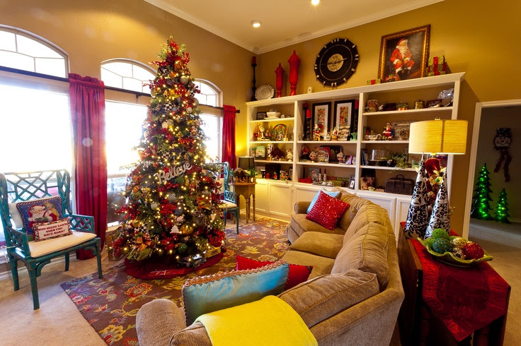 Oh, how I love Chirstmas time.  The beautiful decorations!  :) Show Me Decorating, http://www.app.showmedecorating.com