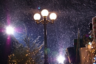 magic lamp snow machine in a scity treet