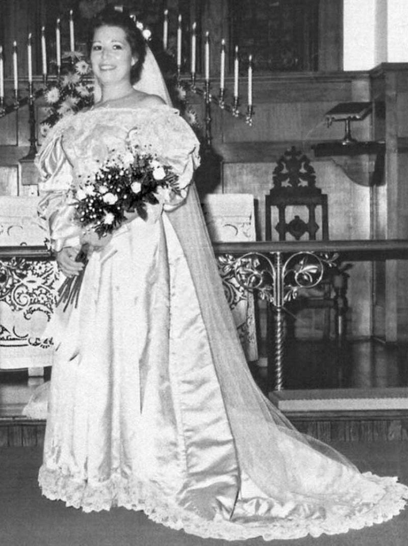 Todo mundo viu este vestido de noiva de 120 anos de antiguidade, exceto uma pessoa 09