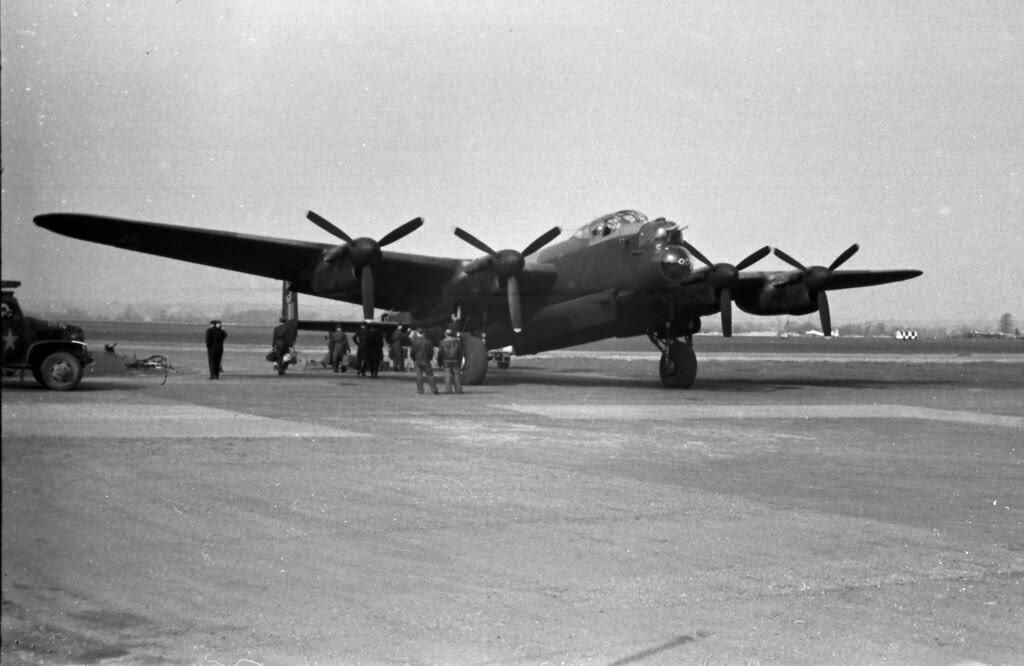 125 mission Lancaster 01