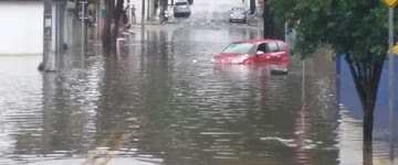 Temporal alaga ruas e causa estragos em cidades da região (Jair Aliaga/Vanguarda Repórter)