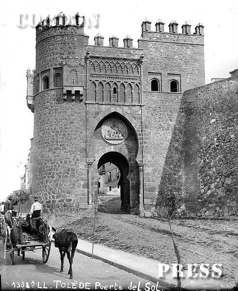 Puerta del Sol en Toledo hacia 1875-80. © Léon et Lévy / Cordon Press - Roger-Viollet