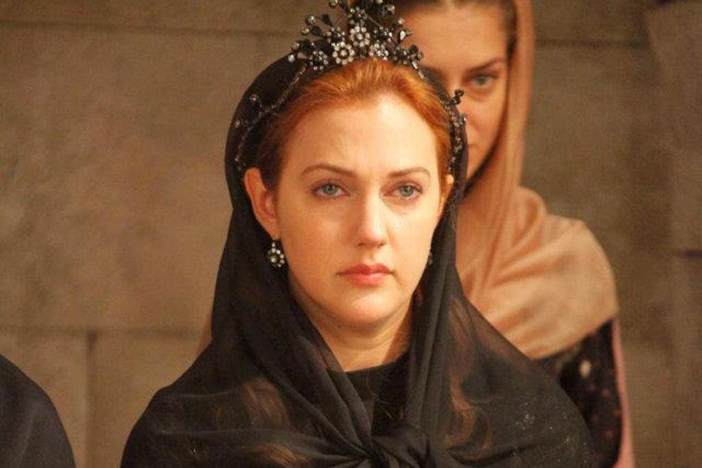 مريم أوزرلي في مشهد من مسلسل حريم السلطان