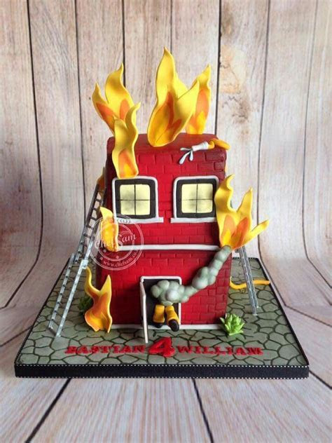 Best 25  Firefighter cakes ideas on Pinterest