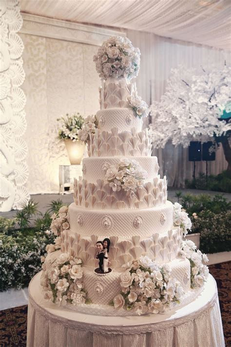 "Amazing #wedding cake! Photo by Axioo. Luxe ""Sea Shells"