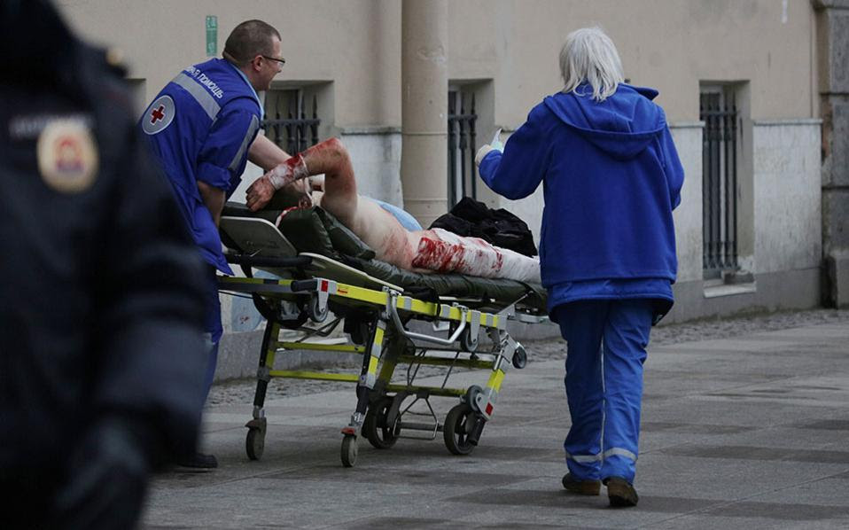Αποτέλεσμα εικόνας για τραυματίες από υποχώρηση κιγκλιδώματος σε πλατεία του Τορίνο