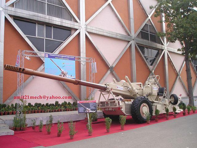 El ejército de la India pronto se estará agregando los 155 mm arma 'Dhanush' a su gama de armas que se han demostrando su destreza y poder de fuego mortal en diversos campos de batalla. El ejército de la India, que ya cuenta con el 155 mm Bofors arma, inducirá Dhanush, que añadiría aún más fuerzas para el regimiento de artillería, dijeron oficiales del ejército en el Mahasangram El ejercicio, que se realizó en los campos de tiro de la Escuela de Artillería en Deolali el martes 14 de enero de 2014.