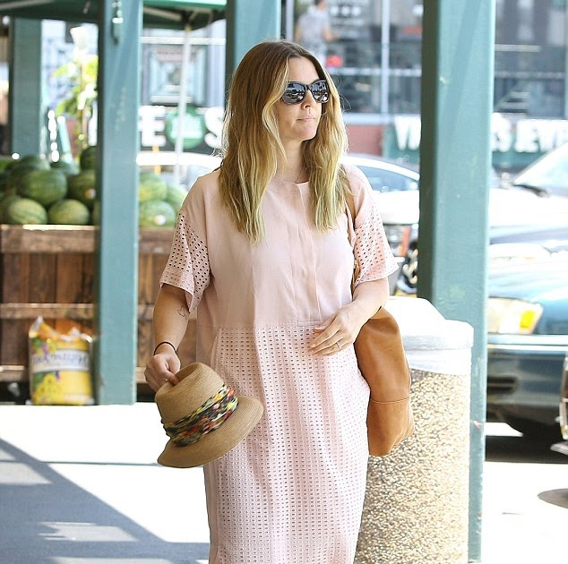 c20d3ad5a8 Drew Barrymore shows off her boho style in pretty pink dress and bright  blue shoes as she goes grocery shopping