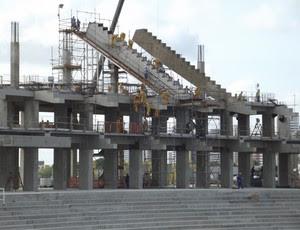 Começa a montagem do anel superior da Arena das Dunas (Foto: Matheus Magalhães/GLOBOESPORTE.COM)