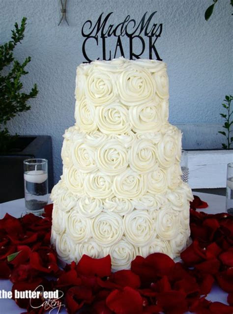 5 Decorations That Will Make Buttercream Wedding Cake