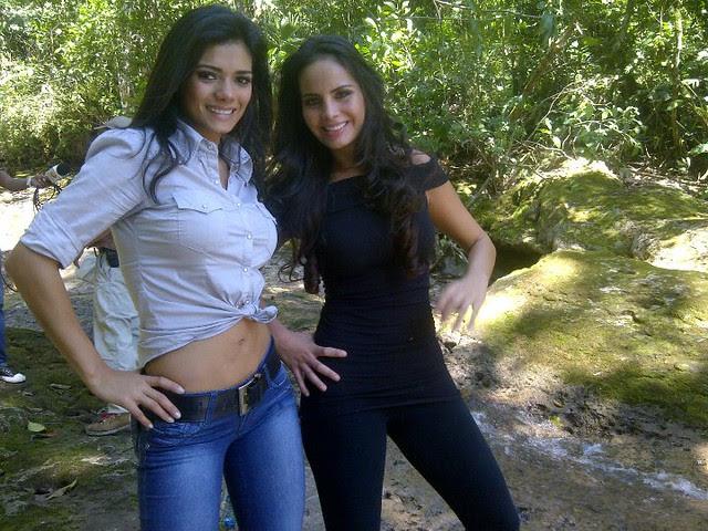 Yohana Vaca junto con Ximena Vargas