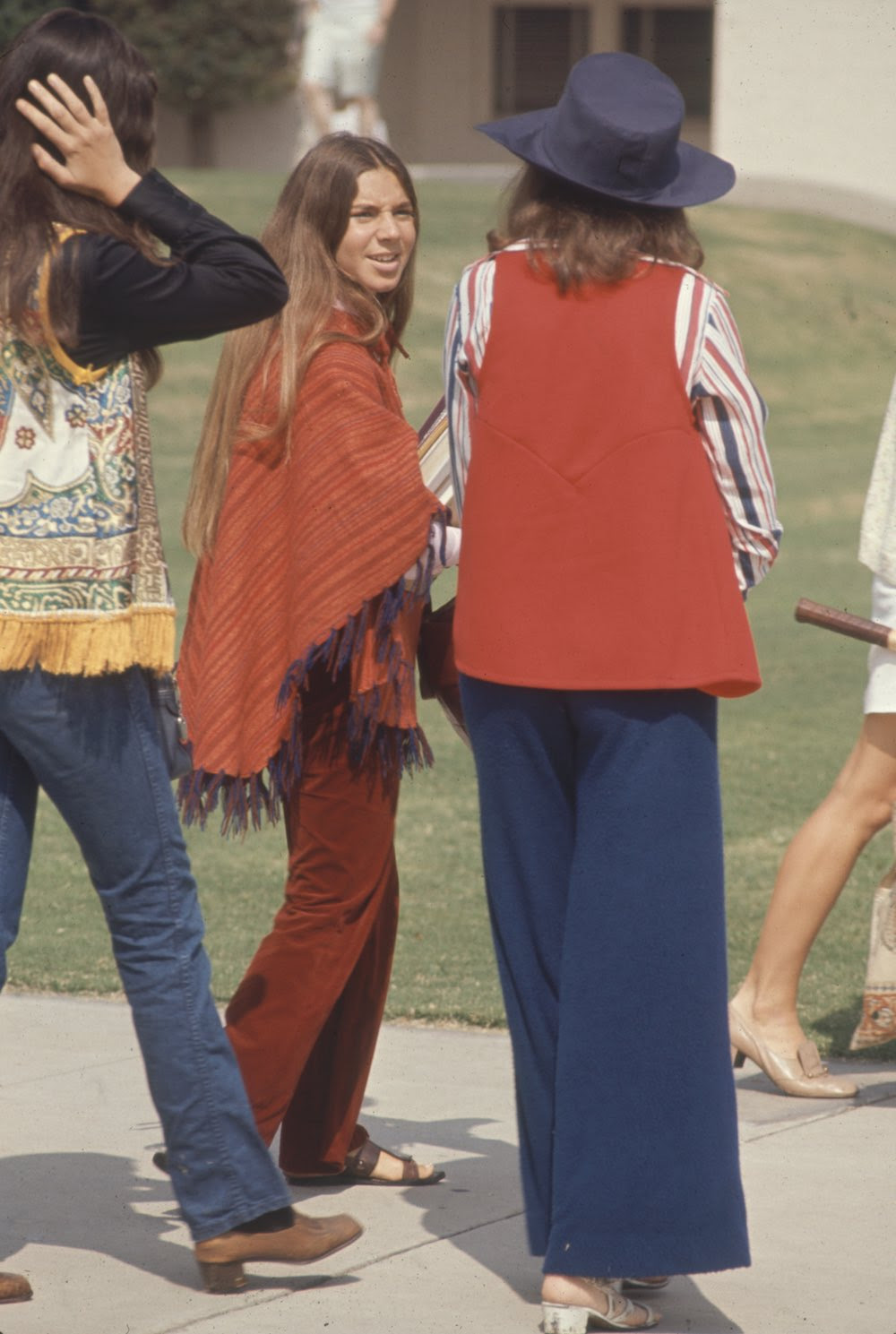 Estas colegiais dos anos 60 se vestiam bem, inclusive para hoje em dia 07