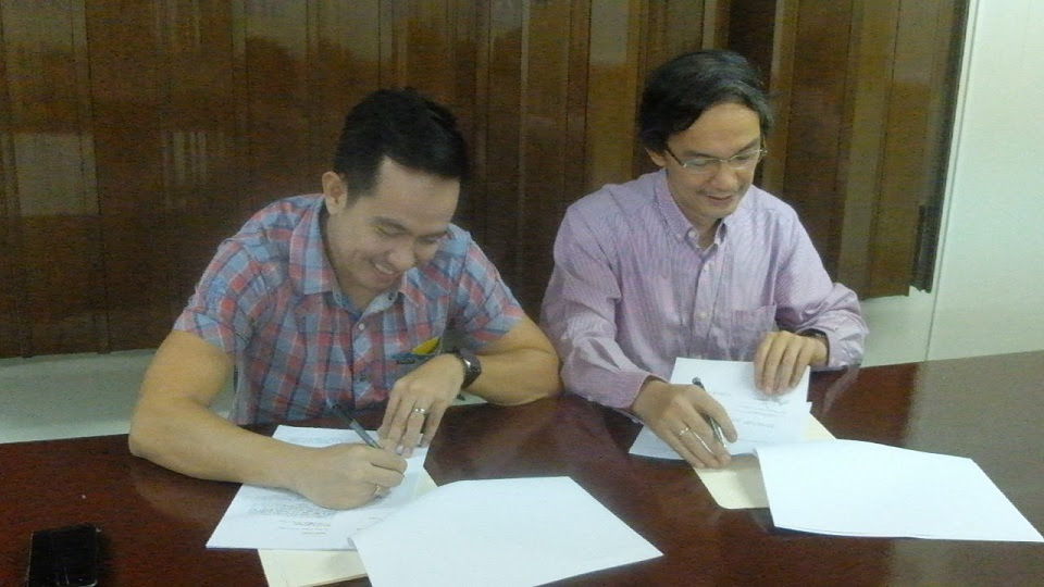 MOA Signing Between Voice of the Youth Network and DZXL - RMN Manila
