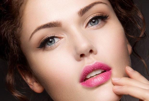 Líquidos como álcool, café e refrigerente podem ressecar a pele (Foto: Thinkstock)