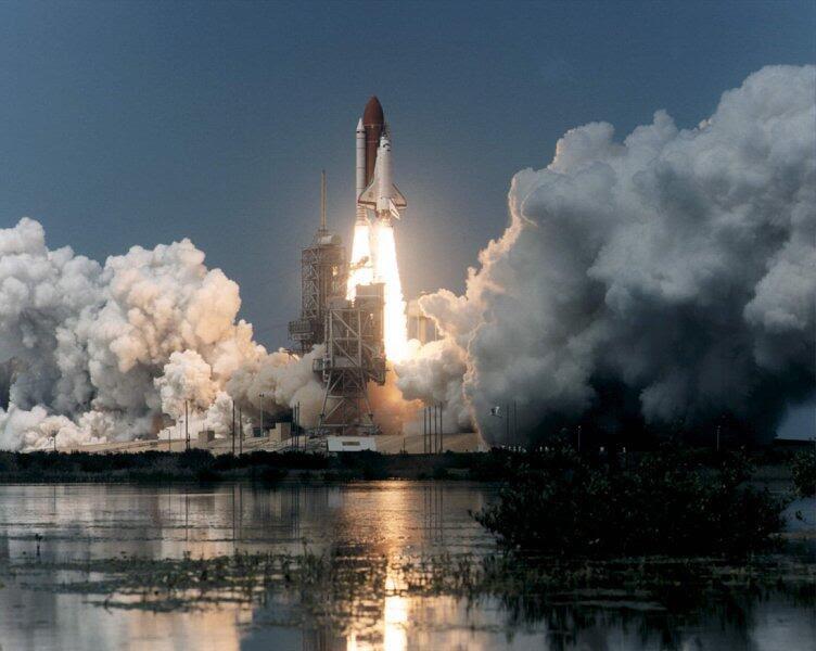 Jun27-1995-STS71liftoff
