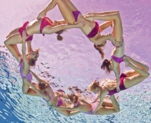 Underwater-synchronize-swimming-4-jill-greenberg-500x409