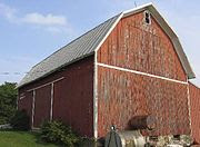 A gambrel-roofed barn in Wisconsin, U.S.A.