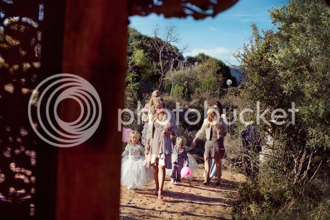 http://i892.photobucket.com/albums/ac125/lovemademedoit/PARRY_Ceremony_069.jpg?t=1319741437