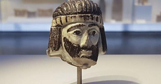 Escultura representando um rei é encontrada por arqueólogos e confirma mais um trecho bíblico