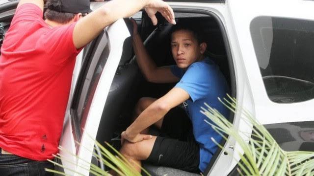 Lucas, na segunda-feira, ao ser preso pela polícia