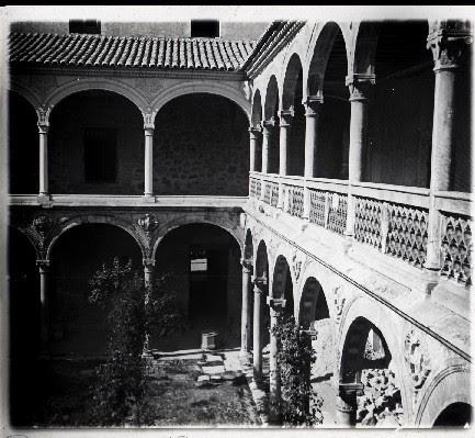 Museo de Santa Cruz en los años 20. Fotografía de Ángel del Campo Cerdán