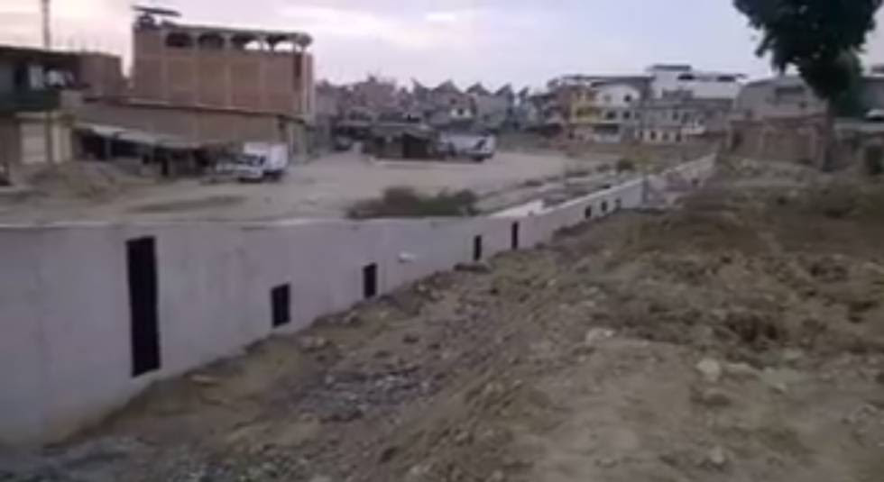 El muro que separa Ecuador y Perú.
