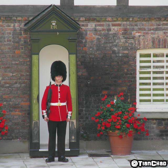 Samsung Global Blogger London tower London Bridge Soldier Guard Queen Coronation