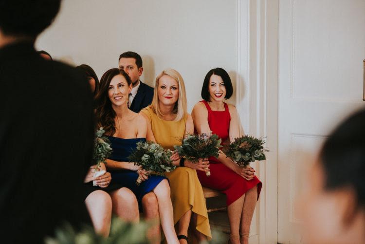 Die Brautjungfern trugen verschiedene Kleider zu zeigen, Ihren Stil und Ihre Persönlichkeit
