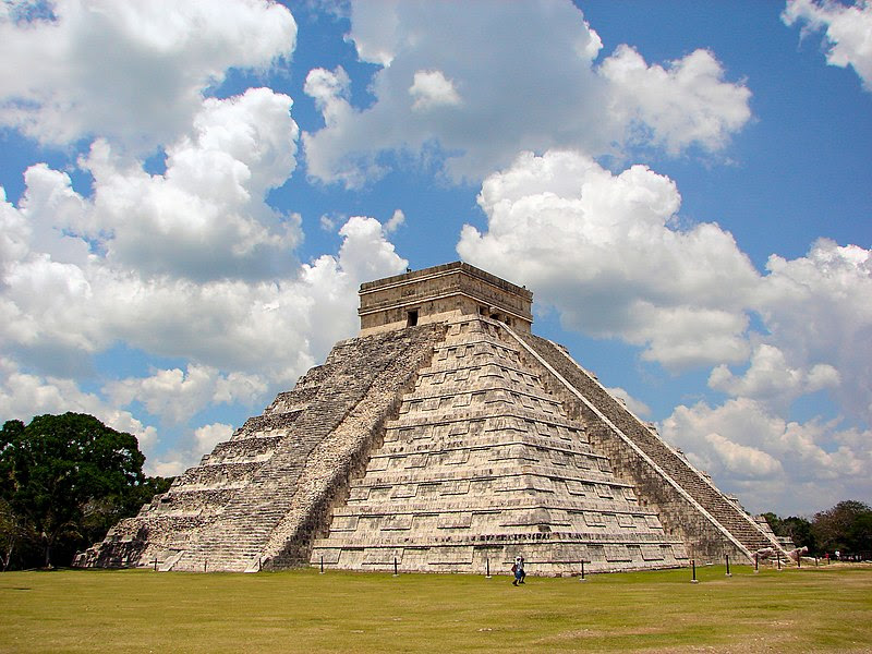 ملف:Chichen-Itza-Castillo-Seen-From-East.JPG