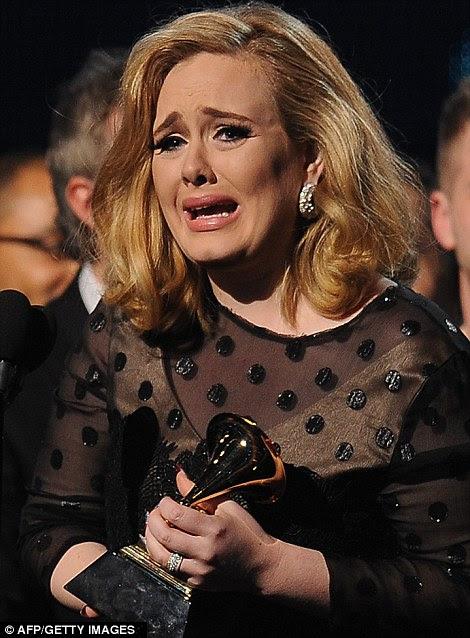 Someone Like You: British sensação Adele fez um retorno triunfal ao mundo da música no Grammy Awards em Los Angeles ontem à noite