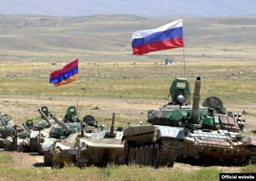 Armenian and Russian army units at a joint military exercise (file photo)
