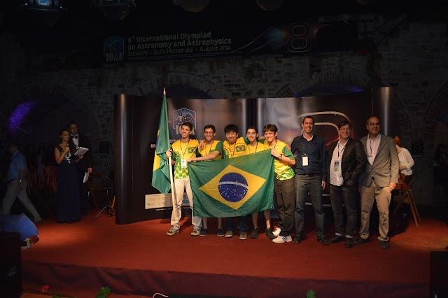 Delegação brasileira ganha medalha de prata em Olimpíada de Astronomia