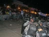 MA: com 15 mil, protesto hostiliza Sarney e tem depredação da prefeitura. Foto: Clodoaldo Corrêa